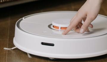 Pot configura aspiratorul robot sa curate mai multe camere?